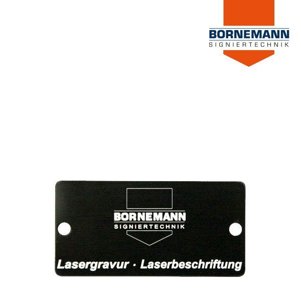 Schwarzes Aluminiumschild mit Gravur von Bornemann Signiertechnik